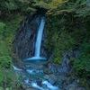 エビラ沢の滝 ~コバルトブルーの流水~