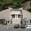 カニの形をした博物館でカニを見る「越前がにミュージアム」(福井県丹生郡越前町)