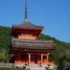 清水の舞台から京都の青空を眺める