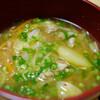 朝食:キムチを加えたミソ・スープ