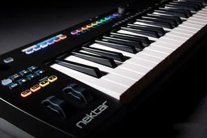 「NEKTAR TECHNOLOGY Impact GXP88」製品レビュー:プラグイン・ホストのNektarineと連動する88鍵MIDIキーボード