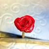粘土のバラをレジンドームに入れる Red rose made of clay