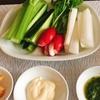 野菜スティックとパセリとトマトとアボカドのサラダ(^^♪