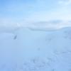 自然の雪と氷の世界で見えるもの