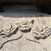 防災と退魔の象徴 庚申塔に彫られた雲上の桃(三浦市)