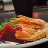 豊洲の「米花」でまぐろ・ぼたん海老刺身盛り合わせ、青柳ときゅうりの酢の物、あさりのお味噌汁。