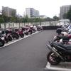 【中野駅】けやき通りにバイク駐車場があった!原付から大型バイクまで1日300円で使える神対応だ。サンプラザ、中野ブロードウェイ