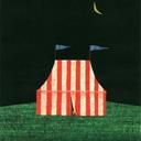 サーカス小屋と雨