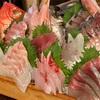 高島の「まるう商店」で三浦地魚どっさり盛りなど