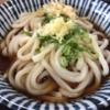 お昼はいつも行列ができる人気店。たぬき屋北長瀬店のうどんを食す。