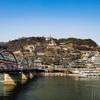 蘭州市内観光、蘭州黄河鉄橋から黄色くない黄河を眺める。