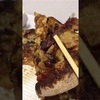 やってみたシリーズ!メガカルビ箸で掴んで食べてみた。