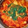 シメのトマトチーズリゾットも楽しみな美肌トマト鍋!