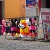 街で見かける謎の人形の正体はピニャータ 【グアテマラ通信】
