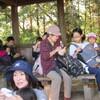 高尾の紅葉と津久井山ユリ園(2)高尾山頂の賑わい。
