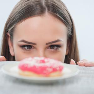甘いものが止まらない! もしかしたらあなたも砂糖依存症かも!?