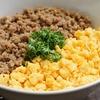 【基本のお料理】そぼろ二色丼のレシピ・作り方【簡単/豚ひき肉でも】