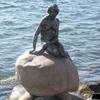 北欧コペンハーゲンにある有名な人魚姫の像