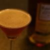 『ジャック ローズ』バラ色のヴィジュアルが美しい、バランスの良いショートカクテル。