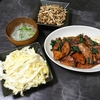 レバニラ炒め、しめじマヨツナ炒め、白菜漬け、スープ