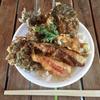 沖縄・離島グルメ 古座間味ビーチの「もずく天ぷらと魚の天丼」が超おすすめ!