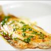 魚や肉を調理する前に小麦粉や片栗粉をまぶして旨味を閉じ込める