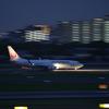 夜の伊丹空港で流し撮り