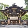 豊国神社の唐門。鯉の滝登りで立身出世。