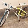 買い物には、自転車に乗って。