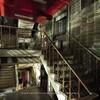 夜の中野駅(4):闇に佇むワールド会館。
