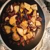 【自炊】挽き肉となすとキノコの味噌ソースチーズのせ