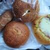 加賀市片山津のヒラクベーカリーで、あんバターフランス、カレーパン、みるくくるみ、バジリコモッツァレラ