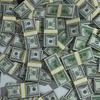 今の世の中、お金がなくても本当に幸せに生きられるか、問題