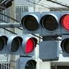 中国の新型交通信号機:信号柱まで交通信号が見える!?全身にLEDライトが光る信号機は「大型車のせいで信号が見えず交通違反」被害者らの救世主に!