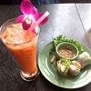 タイ料理のレストランで昼食