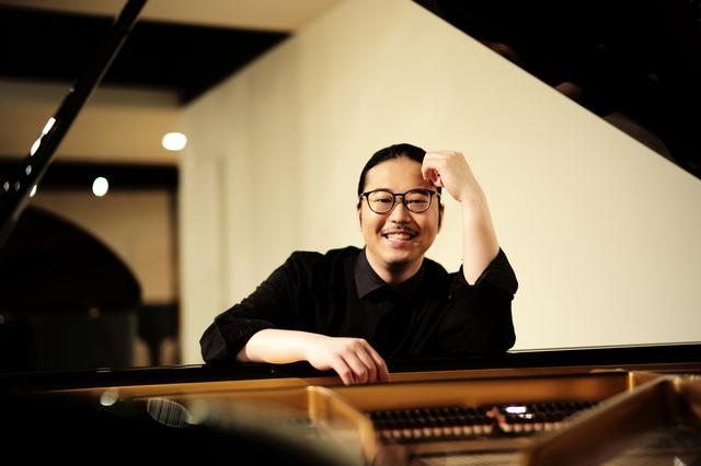 「自由に生きる」を体現する若きピアニスト・反田恭平さんのこれまでとこれから【私のはじめの一歩】