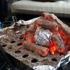 炭でゆっくりと焼き芋を焼くのが一番美味しいかもしれない。