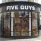 日本未上陸!アメリカ東海岸のハンバーガーチェーンFIVE GUYSをロンドンで食す!
