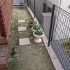 デッキ前庭の小径にタイルでステップを作製