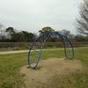 公園の遊具には安全性と(ひねり)が必要かもしれません