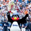 つば九郎の契約更改と年俸の推移。畜生ペンギンの腹黒な性格もあわせて紹介。