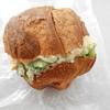 別府駅付近のパン屋「ベアーズ」の「沖縄ハム島唄ソーセージ」と「クロワッサンサンド」を食べた感想