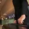【ホテル有効活用法】レストラン利用だけでもハンドバッグ以外の荷物は預けるべし!