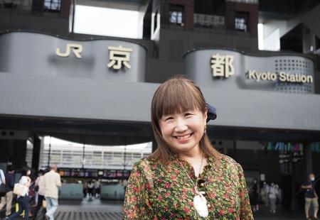 「京都タワーを見て育ったんです」。伝説の歌姫アリスセイラーが愛した「京都」駅【関西 私の好きな街】
