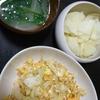 キャベツと卵の炒めもの、大根のからし漬け、味噌汁