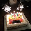 誕生日、ケーキにパーティ花火♪