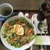 から揚げ丼に、タバスコをたっぷりとかけて、粉チーズもかけていただきました。 at アーバングローブカフェ