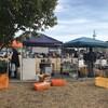 岡崎ファーマーズマーケットでこだわり栽培の出店テントが並んだ。西尾でも実現したい!