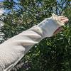 二の腕と肘をおしゃれにカバーする最強グッズ|天然のUVカット素材「ささ和紙」の涼感アームカバー