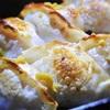 洋風餃子、グリーンオリーブ、オレンジママレードのソースかけ